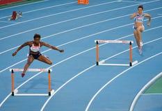 Hurdles le donne Immagine Stock