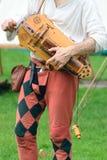 Hurdy gurdy mens Stock Foto's