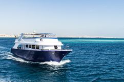 Hurgada, Ägypten - 21. Januar 2017: Yacht im Roten Meer Lizenzfreie Stockfotos