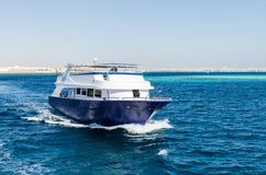 Hurgada, Egitto - 21 gennaio 2017: mare Hurgada, Egitto dell'yacht in rosso - 21 gennaio 2017: mare bianco come la neve dell'yach Fotografia Stock
