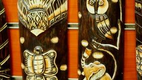 HURGHADA, ÄGYPTEN - 24. OKTOBER 2018: Nahaufnahme, verschiedene Andenken machte vom Stein, vom Holz, vom Glas und vom Metall, im  stock video