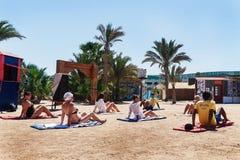 Hurghada, Ägypten - 9. Oktober 2016 Touristen auf dem Animation yo Lizenzfreie Stockfotos