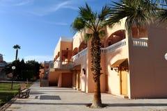 HURGHADA EGIPT, PAŹDZIERNIK, - 14, 2013: Tropikalny luksusowy hotel w kurorcie na Czerwonego morza plaży plażowi Egypt hurghada l Zdjęcia Royalty Free