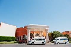 Hurghada, Egipto -20 agosto de 2016: Autobús de los coches de la limusina del EL Nakhil en Foto de archivo libre de regalías