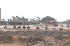 HURGHADA, EGIPTO - 13 DE NOVIEMBRE DE 2008: Incursión del safari para los turistas. Fotos de archivo
