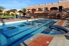 HURGHADA, EGITTO - 14 OTTOBRE 2013: Hotel di località di soggiorno di lusso tropicale sulla spiaggia del Mar Rosso Hurghada, Egit Fotografia Stock Libera da Diritti