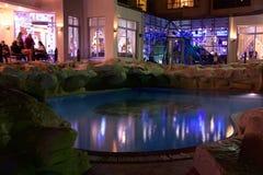 HURGHADA, EGYPT-DEKABR 20: Nachtansicht des terr Hotel Königs Tut Lizenzfreie Stockbilder