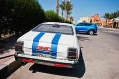 Hurghada, Egypte -20 Augustus 2016: Retro de coupéauto van GMC met Egypte Royalty-vrije Stock Afbeelding