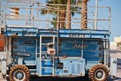 Hurghada, Egypte -20 en août 2016 : Ascenseur de ciseaux de JLG 500RTS Sizzor Photo libre de droits