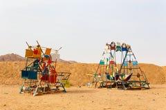 HURGHADA, EGYPTE - MEI 18, de Speelplaats van 2015 voor kinderen in het Bedouin dorp Royalty-vrije Stock Fotografie
