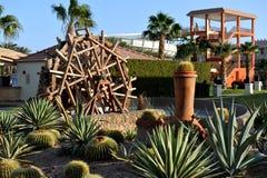 HURGHADA, EGYPTE - OKTOBER 14, 2013: Het tropische hotel van de luxetoevlucht op Rood Overzees strand Hurghada, Egypte Stock Afbeeldingen