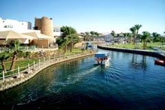 Hurghada Egypten - Augusti 15, 2015: Det lyxiga hotellet Dana Beach Resort för 5 stjärna i Hurghada är ett av Pickalbatrosen Är e Arkivfoton