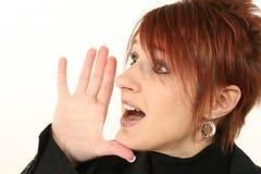 Hurlement Red-headed de femme Images stock