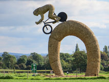 HURLESTON, CHESHIRE/UK - OCTOBER 6 : Olympic cyclist straw sculp Royalty Free Stock Photos