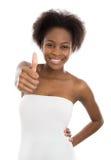 Hurra den nätta kulöra afro amerikanska flickan med tummen upp Arkivfoto