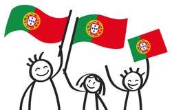 Hurra gruppen av tre lyckliga pinnediagram med portugisiska nationsflaggor som ler Portugal supportrar, sportfans Royaltyfri Fotografi