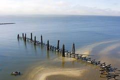 Hurrikan Katrina gegen Fischen-Pier lizenzfreie stockfotografie