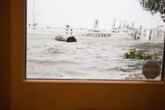 Hurrikan-Sandy-Ansicht von der Hintertür Stockfoto