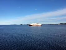 Hurtigruten (litorais noruegueses expressam) em Noruega do norte Imagem de Stock Royalty Free