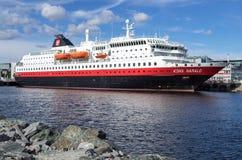 Hurtigruten nabrzeżny naczynie KONG HARALD w Trondheim, Norwegia zdjęcie stock