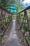 Hus över bron Royaltyfria Foton