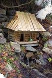 hus över litet vatten arkivbild