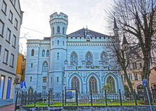 Hus av den lilla skrån i den gamla staden i Riga i Lettland Arkivbilder