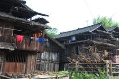 Hus av Dong Minority Arkivbilder