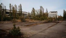 Hus av kultur Energetik och Polissya hotell på den Tjernobyl staden, Royaltyfri Fotografi