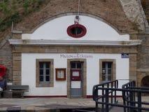 Hus av låsvårdaren på skönhetileön, Brittany, Frankrike Fotografering för Bildbyråer