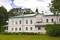 Hus av Leo Tolstoy i Yasnaya Polyana nu ett minnes- museum Arkivfoton