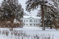 Hus av Leo Tolstoy i Yasnaya Polyana russia tula Bekläda beskådar Arkivfoto