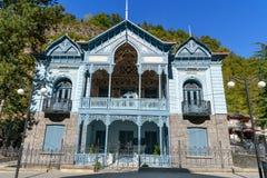 Hus av Mirza-Riza-Khan i Borjomi georgia Royaltyfri Fotografi