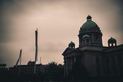 Hus av nationalförsamlingen belgrade serbia Färgsignaltunna Arkivfoto