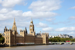 Hus av parlamentet, London, Westminster bro, flodThemsen, landskap, kopieringsutrymme Arkivfoton