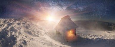 Hus av räddare under Hoverla Arkivfoton