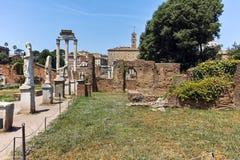 Hus av vestalsna på Roman Forum i stad av Rome fotografering för bildbyråer