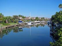 Hus bredvid kanalen Royaltyfri Foto