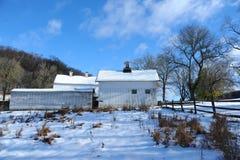Hus efter snö fotografering för bildbyråer