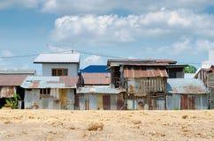 hus för ็ i en fattig stad arkivfoto