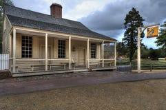Hus för koloniinvånareWilliamsburg kaffe på skymning Arkivbilder