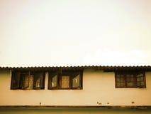 Hus för låg inkomst i sepia fotografering för bildbyråer