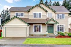 Hus för ny Northwest amerikan för klassiker yttre stort. arkivfoto