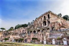Hus för Palantine Vestaloskulder av Vestaloskulden Roman Forum Rome arkivfoto