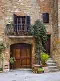 Hus för Pienza byTuscany Italien fasad arkivfoto