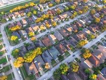 Hus för rund förorts- grannskap för bästa sikt bostads- i Ho arkivfoto