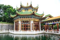 Hus för traditionell kines i den forntida kinesträdgården, östlig asiatisk klassisk byggnad i Kina royaltyfri fotografi