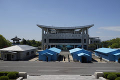 Hus för DMZ (Panmunjom) av frihet som sett från DPRK Royaltyfria Bilder