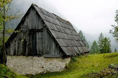 hus gammala slovenia Arkivfoton