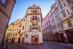 Hus Husova街在布拉格,捷克 图库摄影